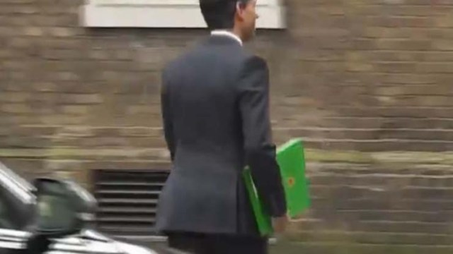 British minister's folder mysteriously changes color during live broadcast : A glitch in the matrix