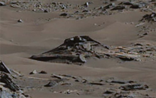 Crashed UFO On Mars
