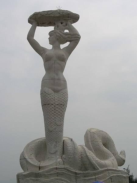 Нюйва ремонтирует небо в «Классике гор и морей» (山海经; shānhǎijing) династии Цин.
