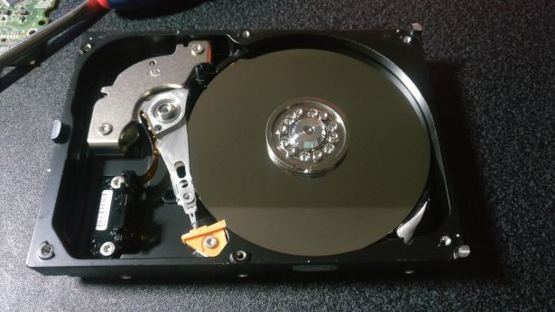 WD2500AAKX internals with platter and read write head exposed