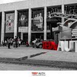 Την Κυριακή 7 Απριλίου πραγματοποιήθηκε με επιτυχία το TEDxAUTH 2019 στο Τελλόγλειο Ίδρυμα Τεχνών ύστερα από μήνες προετοιμασίας και σκληρής δουλειάς. Ο καιρός επέτρεψε την ομαλή διεξαγωγή του event και ευνόησε την εκτέλεση όλων των διαδραστικών workshops μέχρι και το τέλος της εκδήλωσης αργά το απόγευμα. Τέσσερα sessions, πλήρως εναρμονισμένα μεταξύ τους, ένωσαν διαφορετικούς ομιλητές, οι οποίοι μοιράστηκαν τη σκηνή σε μια κατάμεστη αίθουσα.
