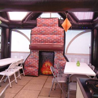 Inflatable pub- the saloon (4)