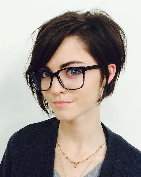 Stunning Short Hairstyles For Round Faces With Double Chin Pictures ...