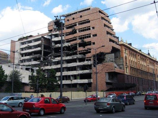 Разбомбленный генштаб армии Югославии в Белграде