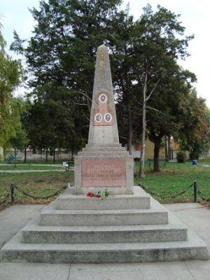Памятник погибшим летчикам в селе Бачка