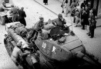 Танк Т-34-85 №10 36-й гвардейской танковой бригады на улице Белграда.