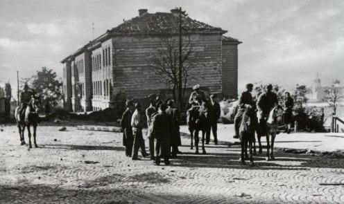 Советский конный патруль в Белграде, на улице Парижска между австрийским и французским посольствами.