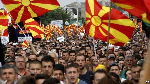 Македония: тысячи оппозиционеров протестуют в Скопье