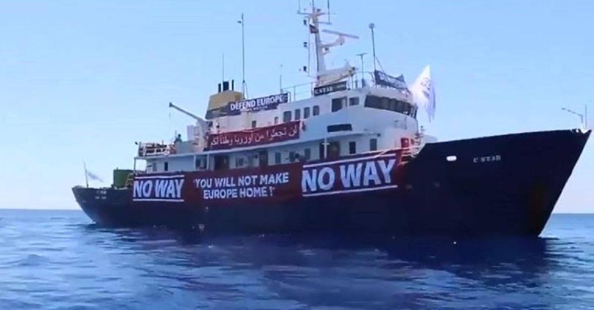 Schiff rechtsextremer Aktivisten verfolgt Rettungsschiff