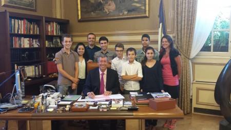 Les jeunes reporters du CCJ après leur interview de Mr le Député-Maire