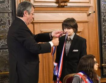 Remise de l'écharpe tricolore à un nouvel élu