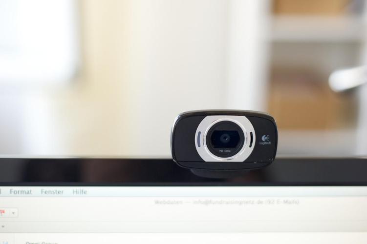 Czy ktoś może nas podglądać przez kamerkę internetową?