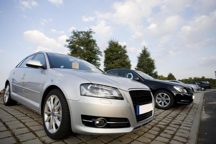 Czy wypożyczanie samochodu w Polsce się opłaca?