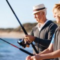 Zwei ältere Angler bei Zoutelande