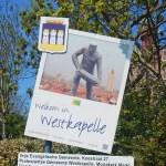 Touristisches Ortseingangsschild von Westkapelle mit Deicharbeiter