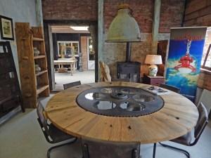 Antikes und Schönes für die Inneneinrichtung in einem großen Geschäft in Grijpskerke