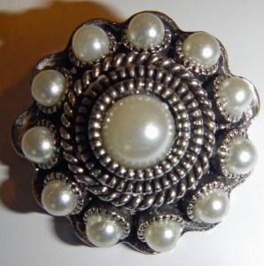 Sehr edel - der zeeuwse knoop aus Silber und Perlen