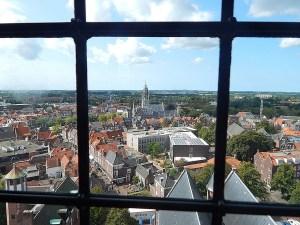 Rathaus Middelburg durch Butzenfenster von Langer Jan