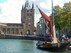 Stadttor Zierikzee mit Hafen
