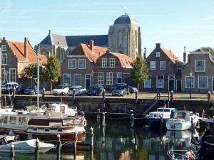 Veere mit Hafen und Kirche