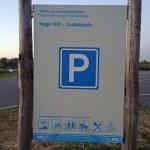 Mit dem Auto in Zeeland: Am Ortsrand gibt es auch kostenlose Parkplätze