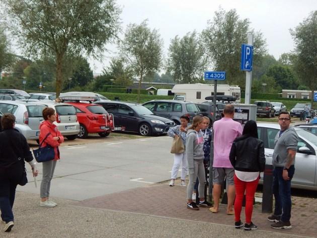 Mit dem Auto in Zeeland: Parkplatz in Domburg