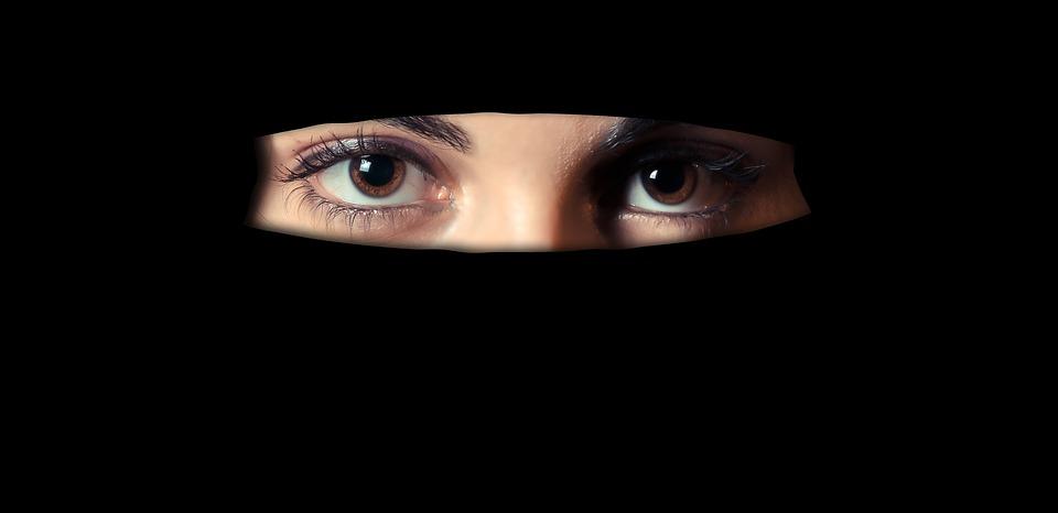 Pew: Evropané většinou podporují zákaz zahalování