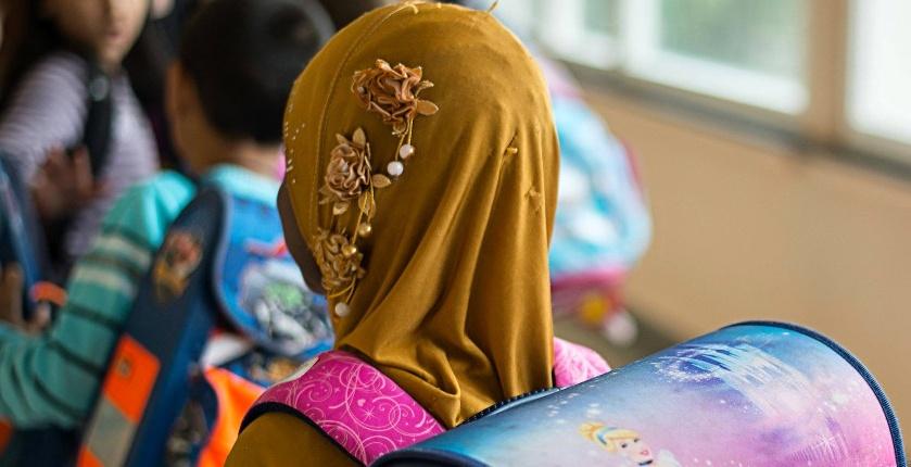 Šátky na hlavách rakouských muslimských dívek zakázány