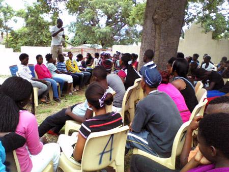 Diskussionsgruppe mit älteren Jugendlichen