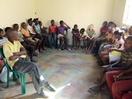 Die Kinder hören eine Geschichte
