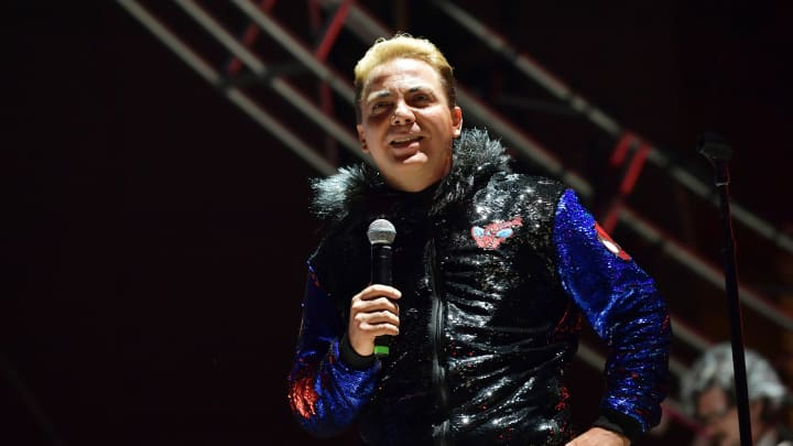 How much money does the Mexican singer Cristian Castro earn?