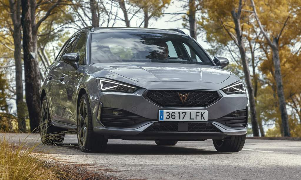 The commercialization of the Cupra León with the 2.0 TSI starts in Spain