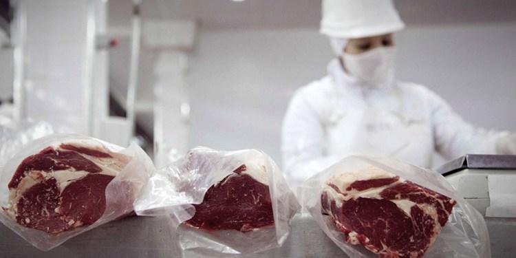 dos frigorificos intentaron exportar cortes de carne no permitidos y aduana se los impidio