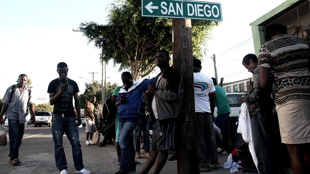 Los 2.000 migrantes que llegaron a principios de la semana pasada a la ciudad texana Del Río, desde México, aumentaron a 15.000 para el viernes