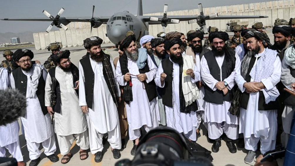 Los talibanes, al frente de Afganistán por segunda vez en su historia, formaron un Gobierno marcado por la falta de mujeres y de representantes de minorías.