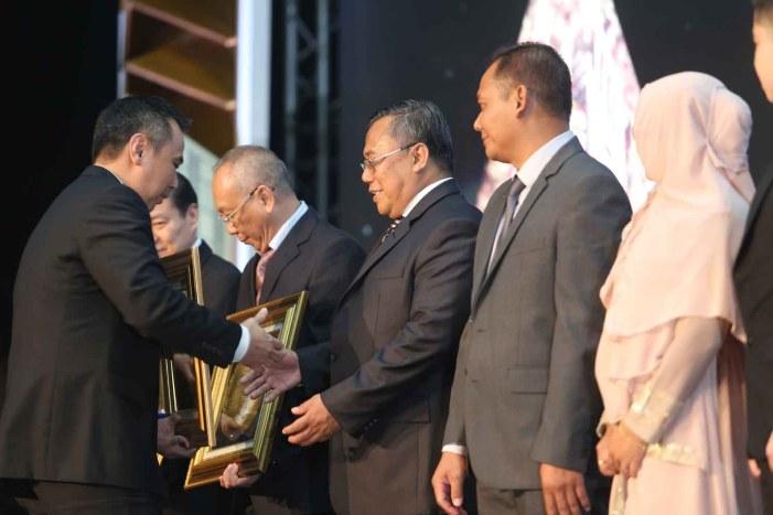 Penghargaan Pemberi Kredit Komersial –