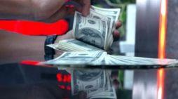 Dolar AS Diprediksi Tembus Rp14.300