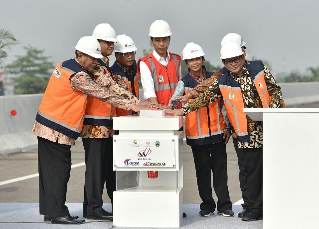 Mangkrak 20 Tahun, Jokowi Akhirnya Resmikan Jalan Tol Becakayu