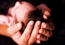 ilustrasi bayi dibuang. foto aktual