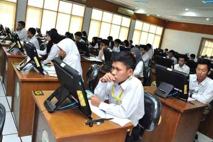 peserta ujian CPNS tahun 2014. Foto oleh Radar Online