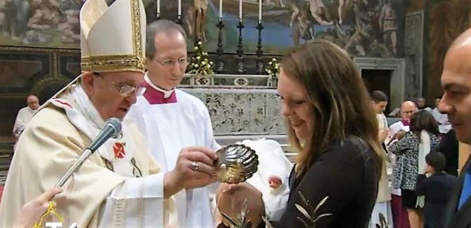 Papa Francisco: «Si somos fieles a nuestro Bautismo, difundiremos la luz de la esperanza»