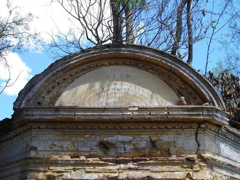 cementerio abandonado san andres de giles placa