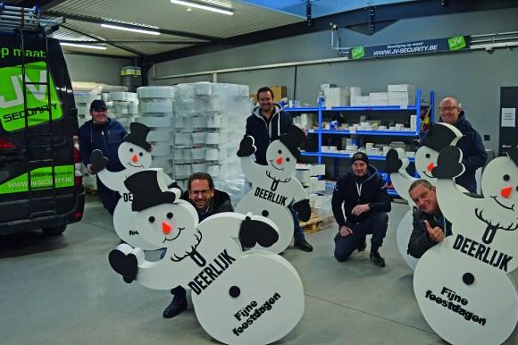 Rare taferelen… sneeuwmannen gespot in Deerlijks handelscentrum!