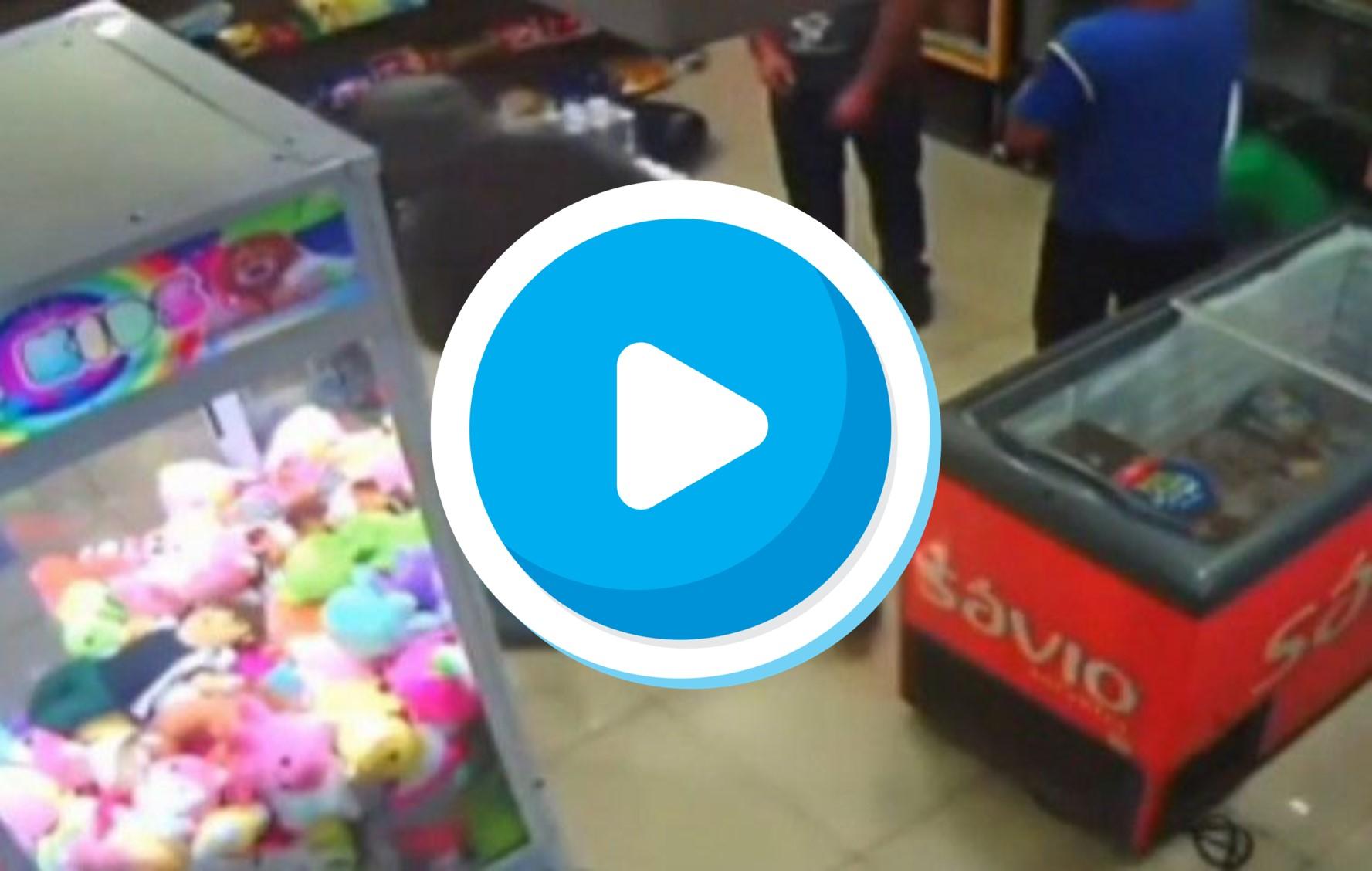 Assaltante morre após atirar acidentalmente contra o próprio pescoço durante assalto – Veja o vídeo