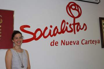 Auxiliadora Muñoz, candidata a la alcaldía de Nueva Carteya, en la sede de su partido durante la entrevista
