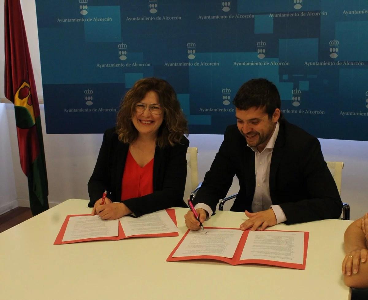 El PSOE y Unidas Podemos Ganar Alcorcón han firmado un acuerdo de gobierno de coalición en Alcorcón que incluye el reparto de concejalías y cargo