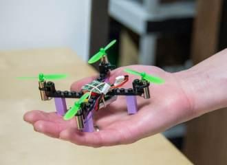 Droni lego-Kitables-quadricottero-assemblaggio