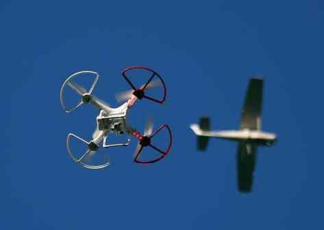 uomo-arrestato-volo-drone-areoporto-cina-incendio