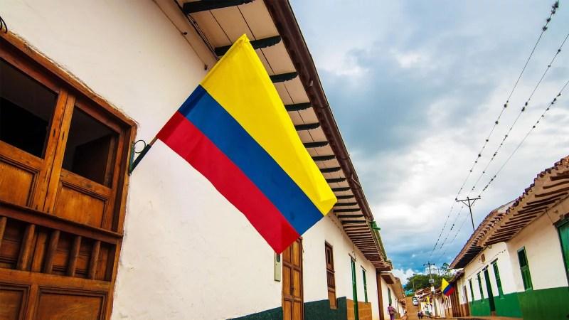 Con récord diario de muertes, Colombia dispuso toque de queda en Bogotá y otras ciudades