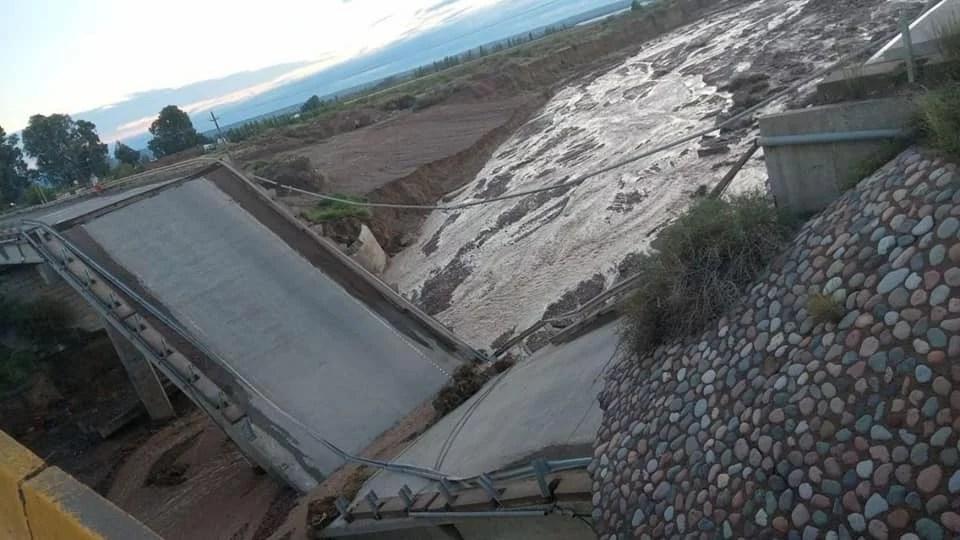 Mendoza: se desplomó un puente en la ruta 40